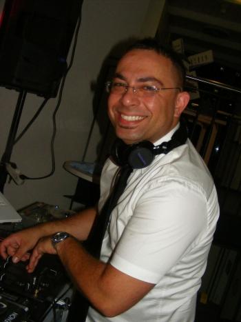 Feiern Sie Ihre Party mit unserem erfahrenen DJ Arkin - Bundesweit