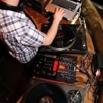 DJ DAPA an den Decks