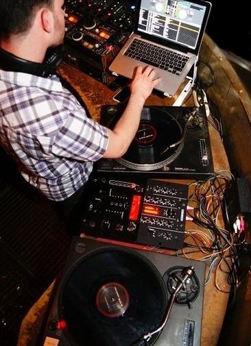 Feiern Sie Ihr Event mit Ihrem DJ DAPA