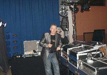 Mit DJ Klaus bekommen Sie geballte 35 Jahre DJ Erfahrung - DJ Wiesbaden