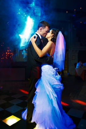 Feiern Sie Ihren Event mit Ihrem Hochzeits DJ von DJ-Broker.com - DJ Hochzeit