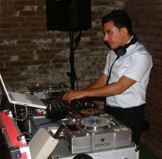 DJ Umut alias DJ U-K für Ihre türkische Party - Istanbul Sounds Dream Team