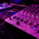 Professionelles DJ Equipment ist das Maß aller Dinge