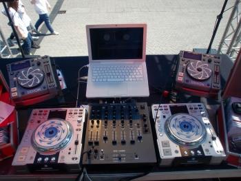 Feiern Sie mit einem erfahrenen DJ Köln