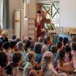 Staunende Kinderaugen mit Zauberclown Charly